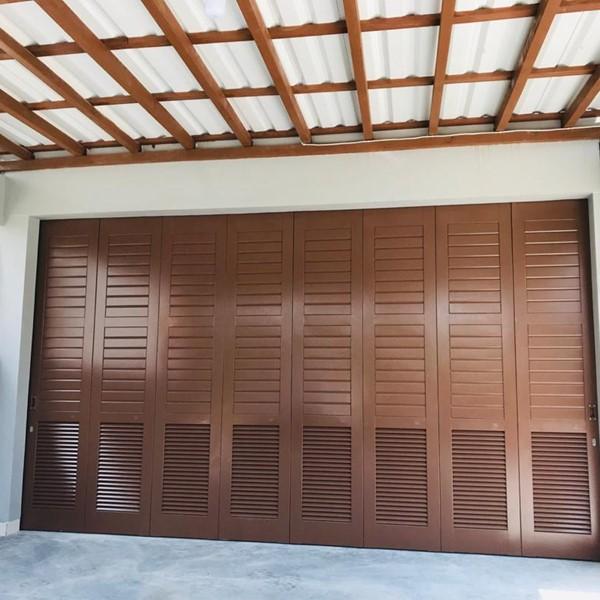 Pintu Garasi - Tropis Modern
