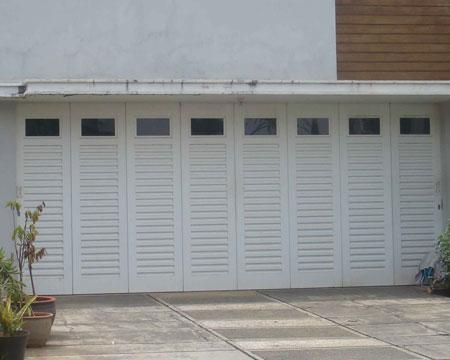 Pintu Garasi Tikung